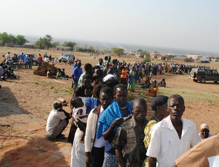 Queue in S Sudan